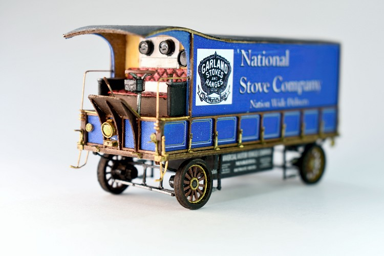 HO Scale: 1905 Commercial Vehicle Co. 6½ Ton Moving Van