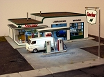 HO Scale Kit: 1950s Gas Station