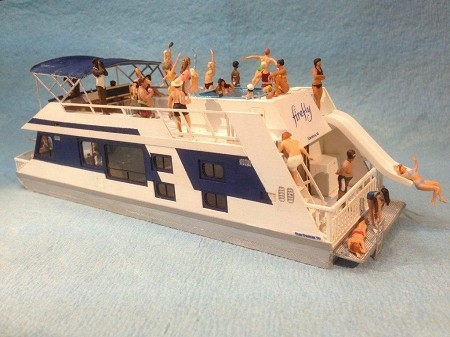 Firefly Houseboat (HO Scale Shown)
